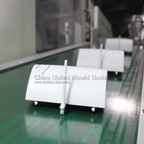Fully automated production line with Injection Molding